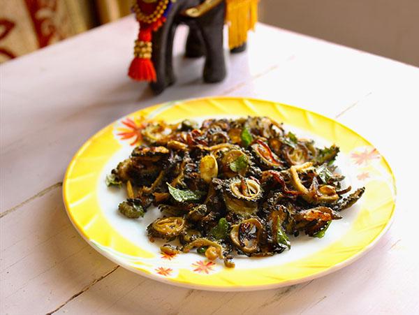 kerala-style-karela-fry-pavakka-mezhukkupuratti-cover-image