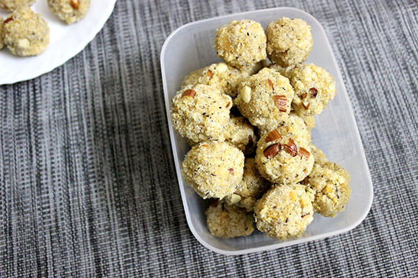rava-ladoo-with-coconut-and-khoya-12