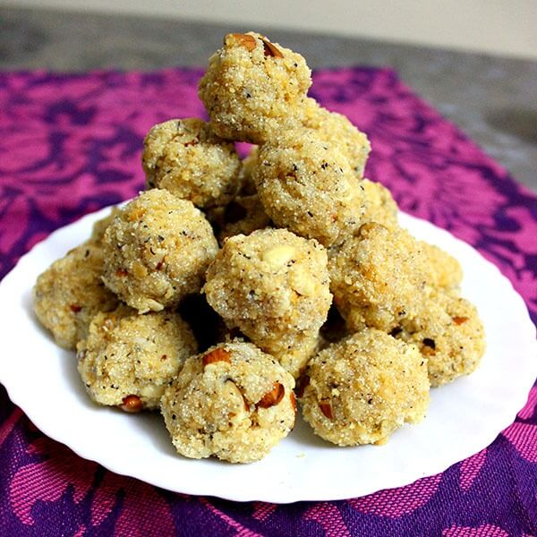 rava-ladoo-with-coconut-and-khoya